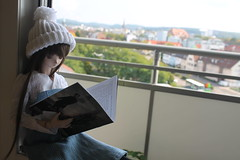 Reading. (Ninotpetrificat) Tags: doll dollfiedream dollfie dollclothes dd muñeca hobby handmade hat volks yukino crochet cute kawaii reading japantoy japandoll toys