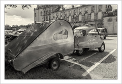 Caravanning for two (Francis =Photography=) Tags: europa bmw isetta car voiture automobile isomoto automobil oldcar auto véhicule transport arbre parebrise caravanning caravane caravan wohnwagen châteaudelunéville