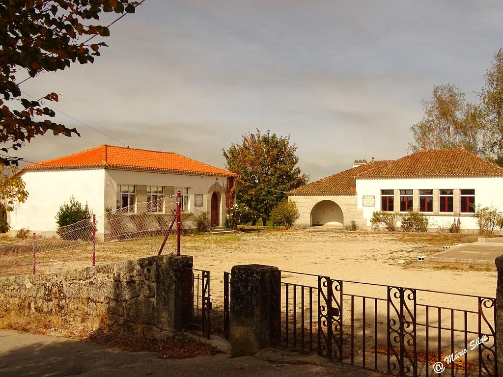 Águas Frias (Chaves) - ... ex escola e cantina escolar ...