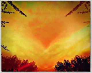 •Colors of sunset. Heart in the sky 🌅 🌌