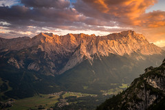 Wetterstein (DaOpfer) Tags: alpen bavaria bayern beautiful berg germany k1 kramer landscape landschaft mountain nature panorama pentax sonnenuntergang sunset zugspitze alps ammergauer grass outdoor summer sun wetterstein wildlife