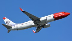 LN-NGY (AnDyMHoLdEn) Tags: norwegian 737 egcc airport manchester manchesterairport 05l