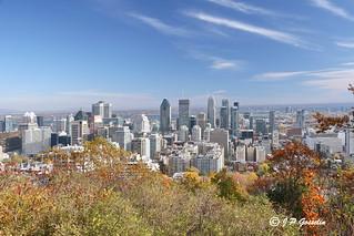 DOWNTOWN MONTREAL  | AUTUMN COLOURS  |  BELVEDERE KONDIARONK BELVEDERE  |  MOUNT ROYAL  PARK |  MONTREAL   |   QUEBEC  |  CANADA
