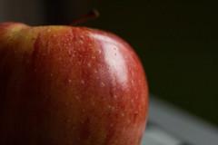 Apple (Gisou68Fr) Tags: macromondays sidelit pomme apple intérieur indoor lumière light canoneos650d efs60mmf28macrousm