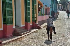 A caballo vamos pal monte (Olivier Simard Photographie) Tags: acaballovamospalmonte cuba trinidad caraïbes rue homme cheval stylecolonial colonial patrimoinemondialdelhumanité trinidaddecuba sanctispiritus scénedevie photoderue paysan agriculteur cavalier ruepavée cowboy acaballovamospalmontte caribbean street man horse colonialstyle worldheritage lifescene streetphoto peasant farmer rider cobbledstreet caribe calle hombre caballo estilocolonial vaquero jinete