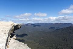 flat rock (Greg Rohan) Tags: shadows bluesky blue clouds australia nsw lincolnrock bluemountains flatrock rock d7200 2017 sky landscape mountain mountains