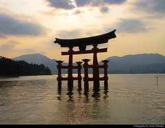 Itsukushima Shrine, Miyajima, Japan (JH_1982) Tags: itsukushima shrine 厳島神社 嚴島神社 schrein shinto miyajima japan evening water sky mountains itsukushimajinja santuario 严岛神社 이쓰쿠시마 신사святилище ицукусимаhistoric landmark building unesco world heritage site hatsukaichi hiroshima prefecture torii travel traveling island 宮島 厳島 嚴島 섬 ицукусима 鳥居 gate tor nippon 日本 日本国 japón japon giappone japão 일본 япония