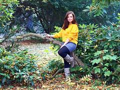 Chrissi (ingrid eulenfan) Tags: fotoshoting fotoshooting frau woman herbst autumn park baum