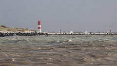 Orkan - Heute fuhr kein Dünentaxi zur Düne (oliver_hb) Tags: helgoland nordsee meer leuchtturm dünehelgoland sturm orkan