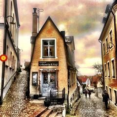 House (adrianabezjak) Tags: stphotographia photography lovesweden oldhouse street sweden gotland visby