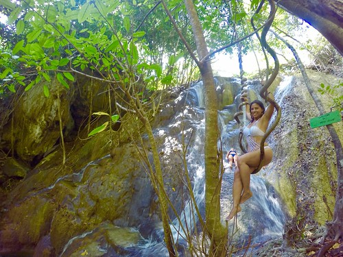 Our first stop sailing was at the Moyo island. Here some pictures at the waterfall.  Indonesia  September 2017 #itravelanddance