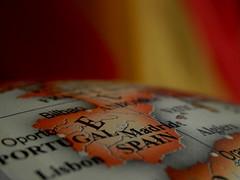 España. Colores de oro y sangre lucen en nuestra bandera.No hay oro para comprarla, ni sangre para vencerla. (elena m.d.) Tags: españa mapa bandera rojo amarillo pais