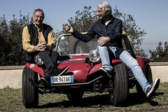 Brothers on Tour (Francesco Carradori) Tags: brother fratello fratelli famiglia family dune buggy car vintage cars macchine macchina bud spencer terence hill musicisti allaperto open space garden