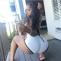 2017-10-16 15.54.17 1626933908237206251_4829977586 (African Queendom) Tags: igbestcakes thickgirlsonly dopesgirlsdopebooty dailybooty instacurvesthecake curvy curvaceous curviestcurves teamcakesuperbadd naija 9janigeria curvyafricangirls africasouthafrica kenya ghana booty africanqueen queendom pictureoftheday