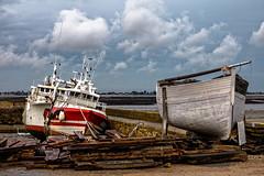 Les 2 bateaux (Lucille-bs) Tags: europe france normandie cotentin manche stvaastlahougue bateau 2 deux duo mer port nuage