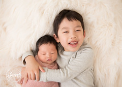 What to wear for your newborn family photos (iSweet Photography) Tags: baby babies newborn infant boston siblings brookline family photographer bigbrother littlesister smiles