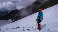 Już nad skałami - Monika odpoczywa po wspinaniu 70m lodową scianką (Tomasz Bobrowski) Tags: wspinanie mountains gruzja kaukaz góry caucasus georgia climbing