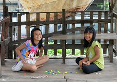 pretty girls playing (the foreign photographer - ฝรั่งถ่) Tags: two girls pretty children sitting cross legged playing khlong lat phrao portraits bangkhen bangkok thailand nikon d3200 instantfave