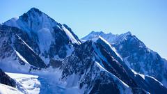 Widok z południowo-zach grani Tetnuldi na szczyty Jangha 5059m i Shkara 5068m. (Tomasz Bobrowski) Tags: wspinanie mountains gruzja kaukaz góry jangha shkhara caucasus georgia climbing