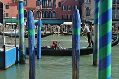 Sailing by (mikael_on_flickr) Tags: venezia venice venedig sailing canalgrande rialto streetlife canale canal gondoliere gondol italy italien italia turisti tourists turister sejltur perople