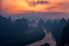 A Bend in the River (Hilton Chen) Tags: guilin autumn guangxiprovince landscape colorfulsky mistymorning mountains xingpingfishingvillage xianggongmountain karstmountains sunrise china liriver guilinshi guangxizhuangzuzizhiqu cn