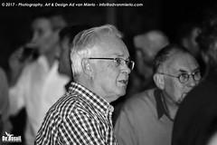 2017 Bosuil-Het publiek bij Ian Siegal 12-ZW