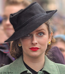 NYMR 1940's Weekend (2017) 057 - Here's looking at you (Row 17) Tags: england yorkshire pickering 1940s streetscene reenactment reenactor reenactors nikon candid portrait hat hats people woman women