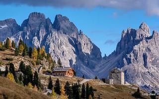 Dolomiti - Rifugio Vallandro a Prato Piazza e i Cadini
