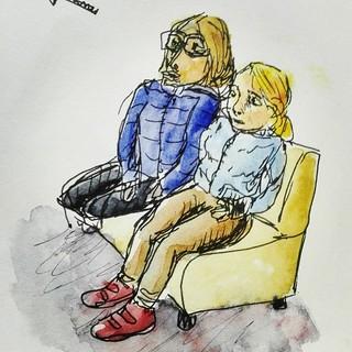 Les filles dans la salle d'attente du ciné, scotchées devant l'écran des bandes annonces...
