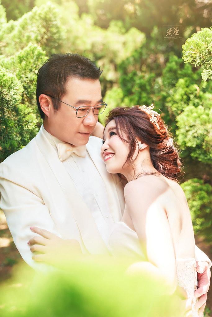{婚攝英聖 |自主婚紗 }~俊中+慧如婚紗 花卉實驗中心 真愛婚紗基地 造型 : 陳青靖