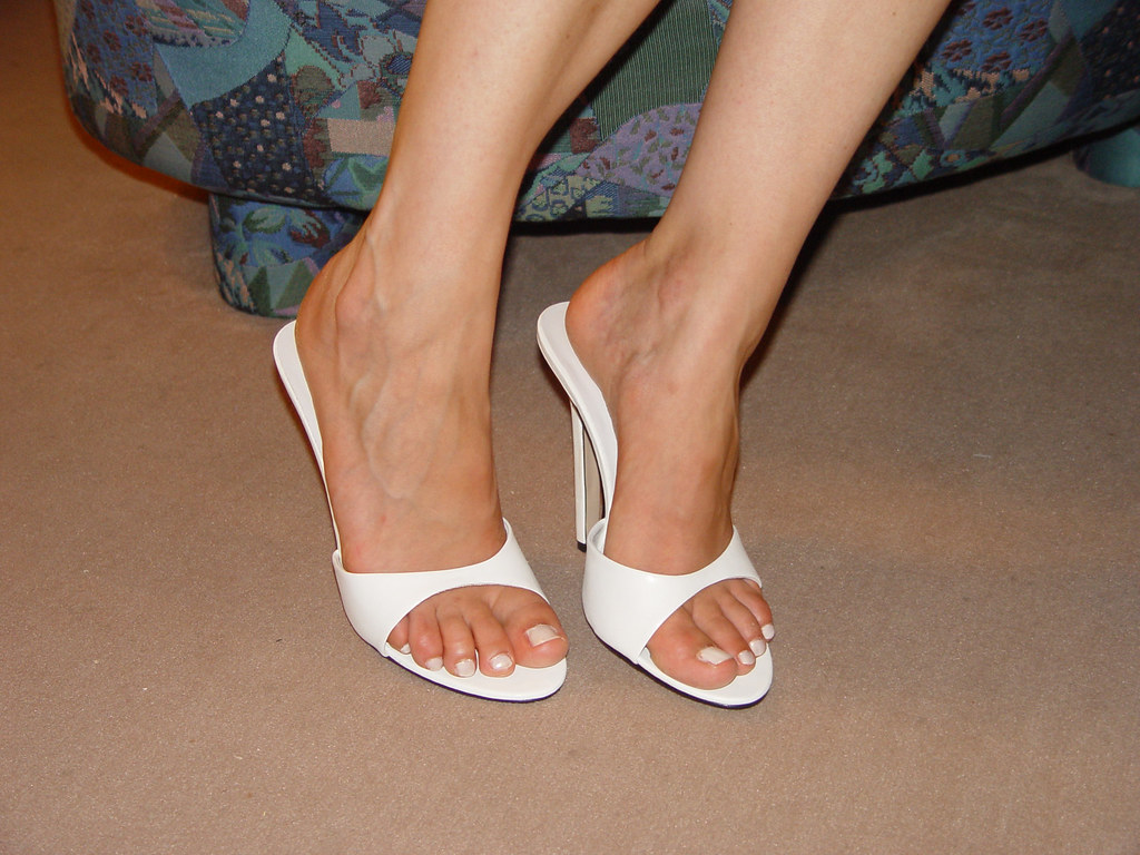 347ecdd8ba pic0093 (KnulliBulli) Tags: heels highheels mules slides nylons toes fuss  füsse legs pantoletten