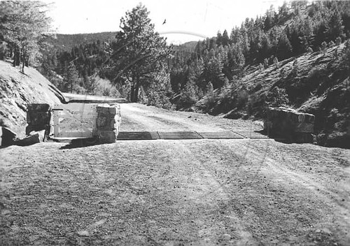 Photo - One of the entrances to Chapman Drive (1930-1940).