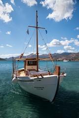 En mer pour Plaka (Patrick Doreau) Tags: σπιναλόγκα spinalonga κρήτη crète bateau βάρκα boat escursion île mer bleu eau ciel sky water sea ilsand baie greece groupenuagesetciel