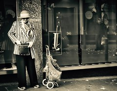 289/365 Somebody's Watching Me (denise.ferley) Tags: peoplewatching people pavement watching waiting streetphotography street shopping life lady hat bag norwich city citylife candid thisisengland thisisnorwich england 3652017 365 bw blackandwhitephotography