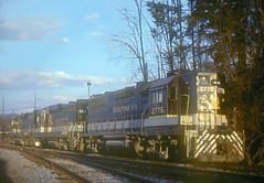 Southern GP38 2776 (Chuck Zeiler) Tags: sr sou southernrailway gp38 2776 railroad emd locomotive train waynesville giballbach chz