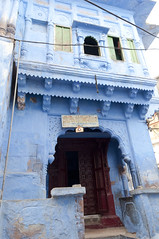 Maison bleue (voyagesphotos) Tags: inde india rajasthan jodhpur cité town ville city bleu blue porte door