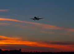 Sunset in SVO (ssajiji) Tags: canon canon55250 canon55250f456 canon7d moscow russia svo sheremetyevo spotting uuee air aircraft airliner airplane canoneos7d jet plane vehicle россия споттинг самолеты