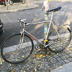 @tokyofixed #tokyofixed #berlincycles #follow #bike #berlin #fixie #rennrad #street #cycling #bicycle #fixedgear #velo #race #love #bicyclist (BERLIN CYCLES) Tags: berlin berlincycles speedbikes fixies hipster fixedgear