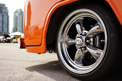 Type II in detail (Eric Flexyourhead) Tags: vancouver canada britishcolumbia bc downtown falsecreek concordpacific 2017 greatcanadianvolkswagenshow gcvws car detail fragment german volkswagen vw typeii bus wheel wheels alloy americanracing chrome shiny orange vintage retro classic sonyalphaa7 zeisssonnartfe35mmf28za zeiss 35mmf28