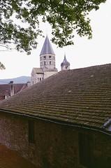 Cluny (Saône et Loire) (Cletus Awreetus) Tags: france bourgogne saôneetloire cluny abbaye clocher artroman toit tuile architecture