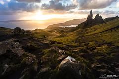 Storr Sunburst (tristantinn) Tags: scotland storr oldmanofstorr isleofskye sunrise trotternish highlands landscape nature canon