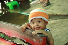 cute boy (the foreign photographer - ฝรั่งถ่) Tags: cute boy child bench khlong thanon portraits bangkhen bangkok thailand canon