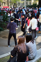 Crowds - Waseda Festival Wasesai JRC 20171104 (Rick Cogley) Tags: 2017 cogley fujifilmxpro2 35mm 160sec iso500 expcomp07 whitebalanceauto noflash programmodeaperturepriority camerasnffdt23469342593530393431170215701010119db2 firmwaredigitalcameraxpro2ver312 pm saturday november f4 apexev100 focusmode lenstypexf35mmf14r wasesai waseda festival 早稲祭 fall autumn 秋 university students shinjukuku tokyo japan jp