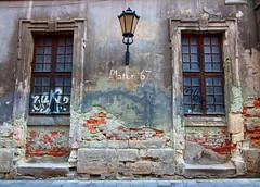 IMG_3289 (Platon67) Tags: wall oldwall antiquity vintagewindows lviv vintagebuildings oldtown dignity journey architecture decay ruin