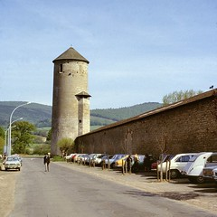 Cluny (Saône et Loire) (Cletus Awreetus) Tags: france bourgogne saôneetloire cluny architecture tour mur voiture