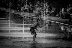 cool refreshment (Günther Bayerle) Tags: child bw blackandwhite water fountain city reflection nice nizza