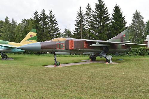 Mikoyan-Gurevich MiG-23MLD '03 red'