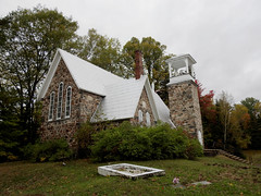 St. Stephen's Anglican Church in Greer Mount (aka Greermount), in the Municipality of Thorne, Quebec (Ullysses) Tags: ststephensanglicanchurch greermount municipalityofthorne quebec canada church église anglican autumn automne