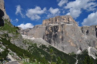 Sasso Pordoi (2950 m), route du passo di Sella, Canazei, Val di Fassa, province de Trente, Trentin-Haut Adige, Italie.