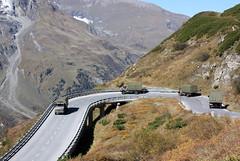 Kolonne des Österreichischen Bundesheeres auf der Großglockner Hochalpenstraße (Helgoland01) Tags: grosglocknerhochalpenstrase grosglockner österreich alpen alps salzburg unimog mercedesbenz bundesheer